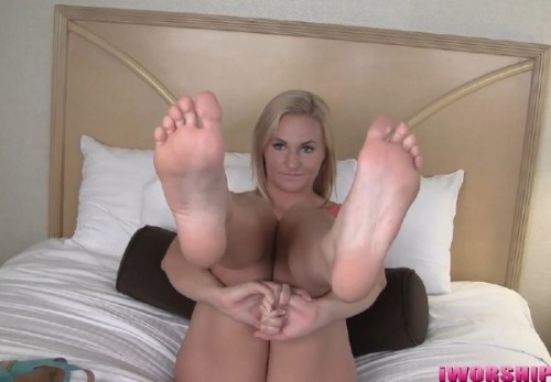 Payton Simmons - Payton s Hot, Tan Feet! - Iworshipfeet (FullHD)