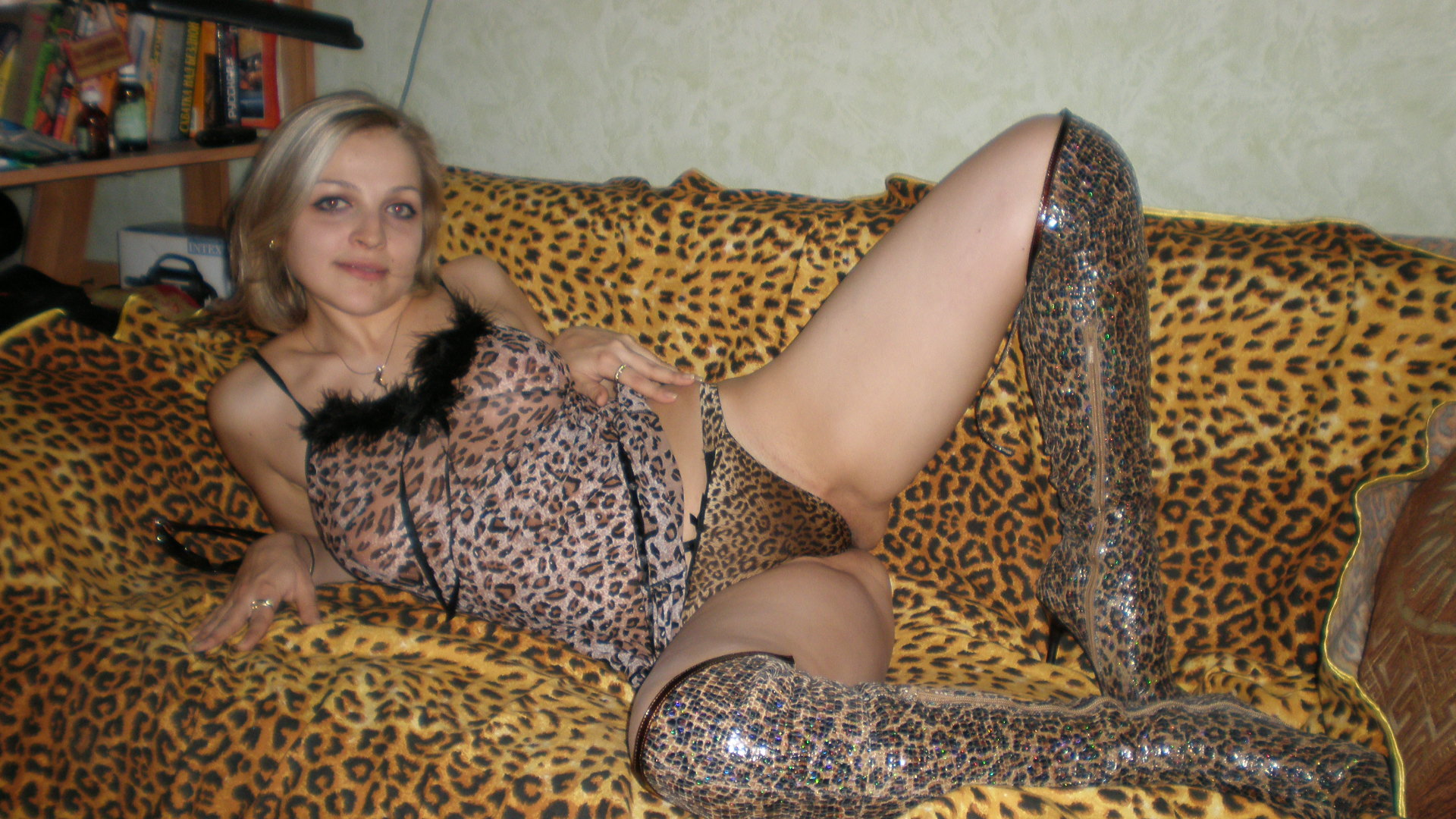 проститутка в леопардовом меня немного великоват