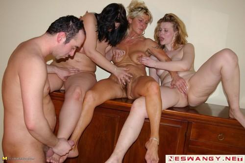 Две зрелые самки, голые японочки фото видео